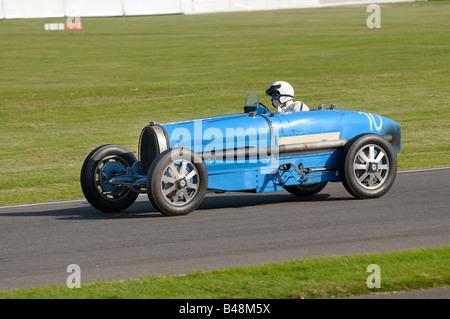 10 Olav Glasius fahren ein 1931 Bugatti Typ 54 4900cc. 2008 Goodwood Revival Meeting. - Stockfoto