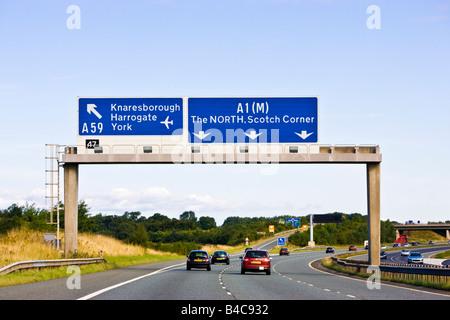 Fahren Sie in Richtung Norden auf A1M, einer UK-Autobahn in England, UK - Stockfoto