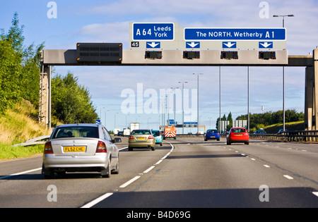 Fahren auf der A1 M, einer UK-Autobahn in England, UK - Stockfoto