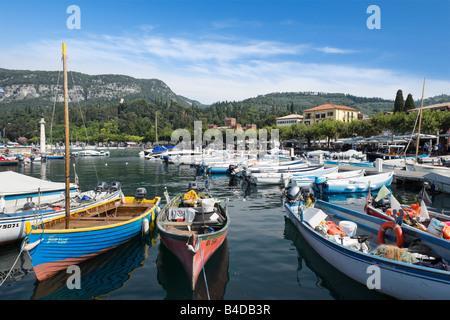 Angelboote/Fischerboote im Hafen von Garda, Gardasee, Italien - Stockfoto