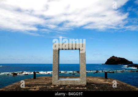 Tensei Tenmoku (Tür ohne Tür) des japanischen Künstlers Kan Yasuda in Garachico, Teneriffa, Kanarische Inseln, Spanien - Stockfoto