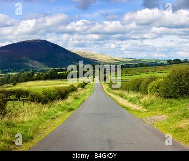 Landstraße, im englischen Lake District, Cumbria, England, UK - Stockfoto