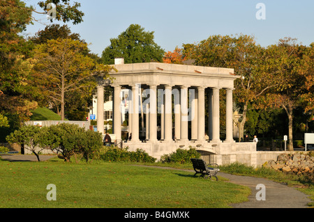 Plymouth Rock Memorial im Pilgrim Memorial State Park auf Plymouth Harbor, MA USA - Stockfoto