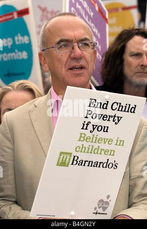 Martin Narey (Geb. 5. August 1955), das Ende der Kinderarmut Kampagne, Trafalgar Square, London Uk. Sat 4. Oktober - Stockfoto