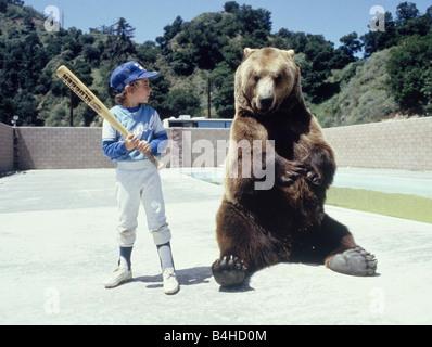 Hercules ist der Bär über Baseball von einem jungen in Hollywood Mai 1983 lernen - Stockfoto