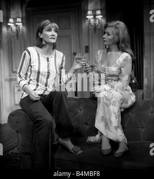 So What About Love Theaterstück September 1969 auf dem Criterion Theatre starring Sheila Hancock im Bild links Ann - Stockfoto
