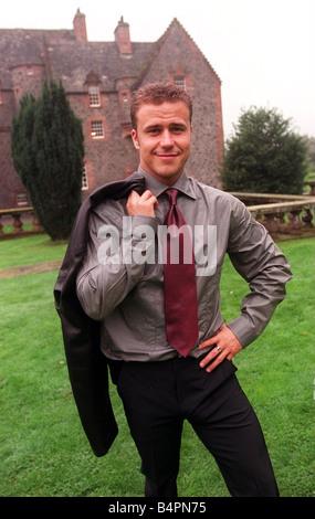Big Brother Gewinner Craig Phillips September 2000 trägt einen dunklen Anzug mit grauen Hemd und roter Krawatte - Stockfoto