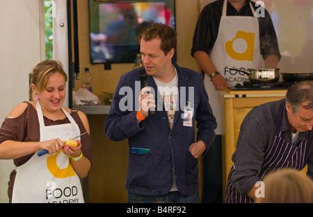Tom Parker Bowles hosting einen Koch Wettbewerb Abergavenny Food Festival - Stockfoto