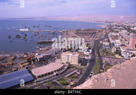 Blick über die Stadt und der Hafen von el morro Landspitze, Arica, Chile - Stockfoto