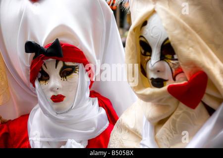 Zwei Masken in Venedig Italien - Stockfoto