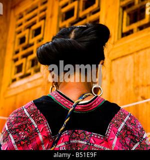 Langes Haar Yao Frauen in die erstaunliche Reisterrassen von LongJi in Guangxi China - Stockfoto