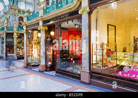 a0957d6af3 Einkaufszentrum, UK - Luxus-Läden und Geschäfte in Victoria Quarter Arcade,  Leeds,