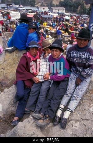 Ecuadorans, ecuadorianischen, Jungen, jungen, Kinder, Vorderansicht, indischen Markt, Markt, Marktplatz, zumbahua, - Stockfoto