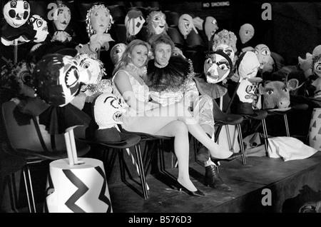 """In einem Theater in Herzogs Road Euston, London, W.C.1., genannt """"The Place"""", der Reifen in der Lane Theatre Company - Stockfoto"""