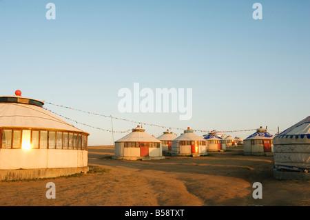 Sonnenaufgang am Nomadenzelten Jurte, Xilamuren Grasland, Provinz Innere Mongolei, China - Stockfoto