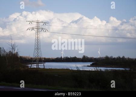 Wind-Turbinen, Strommasten und Stromleitungen, Holland. Den Niederlanden (42) - Stockfoto