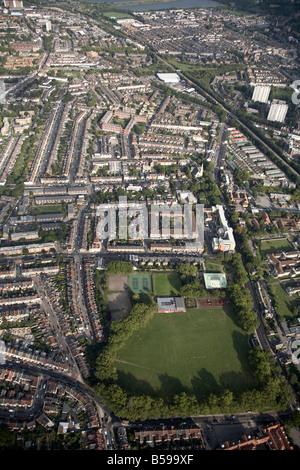 Luftbild südöstlich von Kastanien Spielgelände Bahnlinie s beherbergt Hochhäusern South Tottenham London N15 UK - Stockfoto