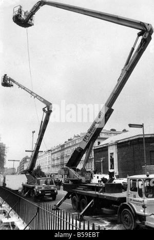 Eine Fernsehkamera auf Cherry Pickers auf die iranische Botschaft-Belagerung. Mai 1980   P005260 - Stockfoto