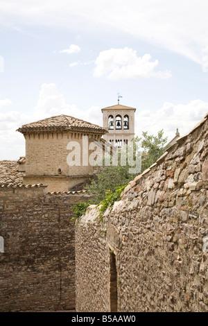 Der Glockenturm der San Francesco Basilika, Assisi, UNESCO-Weltkulturerbe, Umbrien, Italien, Europa - Stockfoto