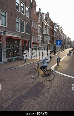 Am frühen Morgen Pendler auf einem Fahrrad, Amsterdam, Niederlande, Europa - Stockfoto