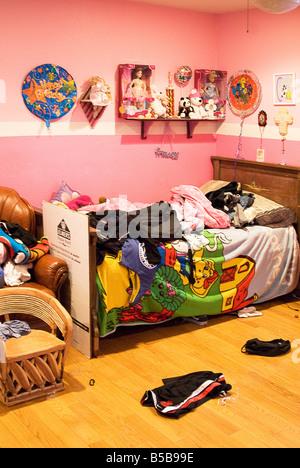 Ein teenager zimmer ist ein totales durcheinander das ist h ufig bei jugendlichen t don haben - Zimmer von jugendlichen ...