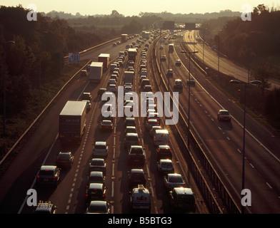 Stau auf der Autobahn M25. Kent, England, UK. - Stockfoto