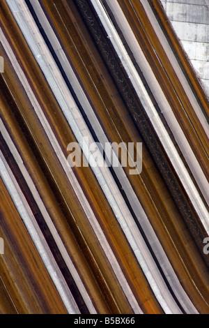 Tabelle Rock Dam Flusslinie mit etwas Wasser austritt hangabwärts Branson Missouri - Stockfoto