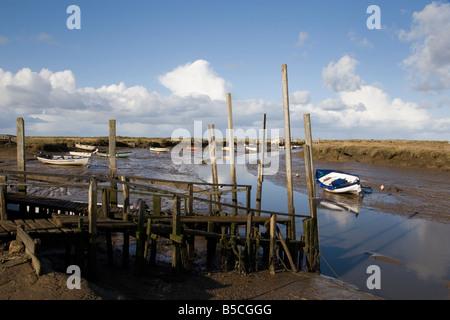 Morston Kai bei Ebbe, North Norfolk. Stockfoto