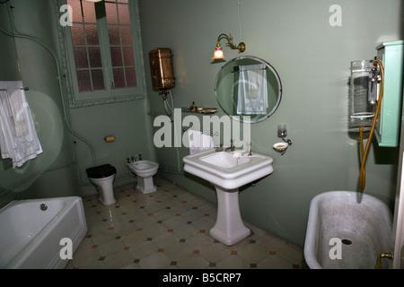 Badezimmer in der Casa Mila (La Pedrera) von Antoni Gaudi in ...