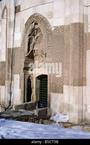 Eingang zum Mama Hatun Kümbet (Seljuk 1182), Tercan, Türkei 690209_102L - Stockfoto