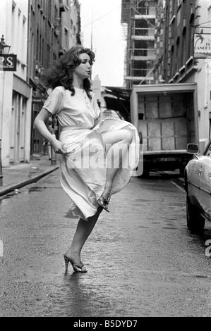Unterhaltung: Tanzen: Can-Can: Mädchen in Covent Garden zu tun oder wollen die Can-Can. Juli 1981 81-03785-001 - Stockfoto