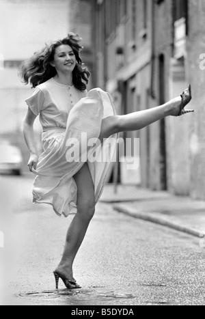 Unterhaltung: Tanzen: Can-Can: Mädchen in Covent Garden zu tun oder wollen die Can-Can. Juli 1981 81-03785-004 - Stockfoto
