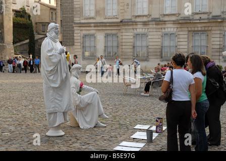 Pantomime, unterhaltsame Touristen bei der Papstpalast in Avignon Frankreich de - Stockfoto