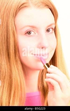 Teenager-Mädchen mit Lippenstift - Stockfoto