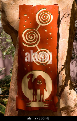 Melden Sie sich für die verlorene Camel Hotel, Yulara Resort, Uluru, Australien - Stockfoto