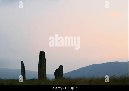 Machrie Moor Steinkreis bei Sonnenuntergang. Machrie, Isle of Arran, North Ayrshire, Schottland, Vereinigtes Königreich, - Stockfoto