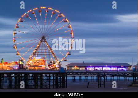 Das Riesenrad auf dem Central Pier, Blackpool, Lancashire, England, Vereinigtes Königreich. - Stockfoto