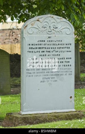 Frühes Beispiel für einen Grabstein aus Gusseisen in den Kirchhof in North Berwick Schottland - Stockfoto