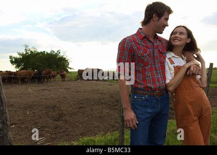 Ein junges Paar auf einer ranch - Stockfoto