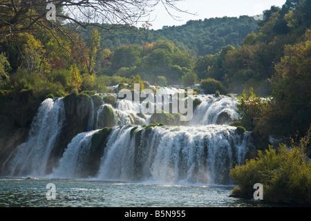 Skradinski Buk Wasserfall auf dem Fluss Krka in Herbstsonne Krka Nationalpark Dalmatien Kroatien Europa - Stockfoto