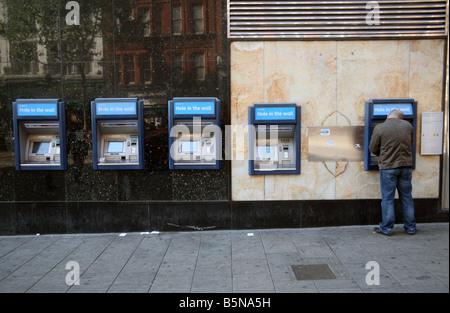 Barclays Bank Geldautomaten im Zentrum von London - Stockfoto