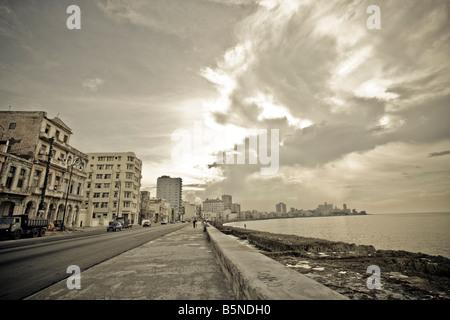 Die Strandpromenade oder Malecon in Alt-Havanna-Kuba - Stockfoto