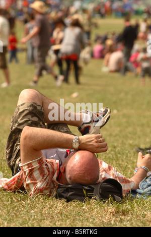 Glastonbury Festival Juni 2008 Festival Popmusik Goer Fan genießt den Sommer, Sonne und Hitze - Stockfoto