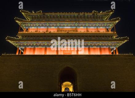 Qianmen Tor Zhengyang Männer betrachten Pfeil Turm Platz des himmlischen Friedens Beijing China Nachtaufnahme - Stockfoto
