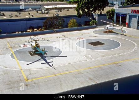 Ansicht von oben der Hubschrauberlandeplätze in der Nähe von John Wayne Airport in Orange County, Kalifornien - Stockfoto