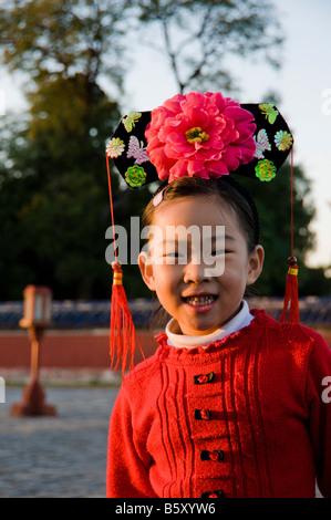 Mädchen in eine traditionelle Tracht in Peking China - Stockfoto
