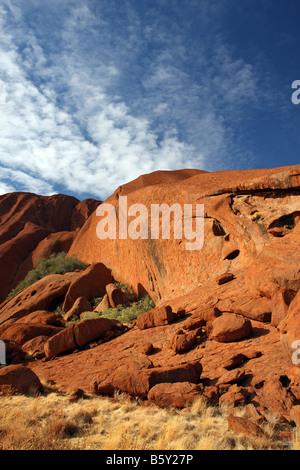 Uluru Ayers Rock Northern Territory Australien. Beschriftung von der Basis 6 km-Wanderung - Stockfoto