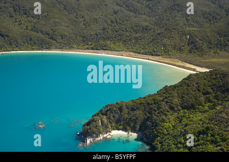 Reef Point und Onetahuti Beach Abel Tasman Nationalpark Nelson Region Südinsel Neuseeland Antenne - Stockfoto