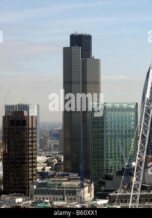 Turm 52 formal bekannt als NatWest Tower in London. Der fünfte höchste Gebäude in London steht auf 183 m (600 ft) - Stockfoto