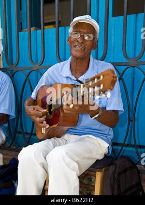 Gitarrist in der Altstadt von Havanna, Kuba, Karibik - Stockfoto